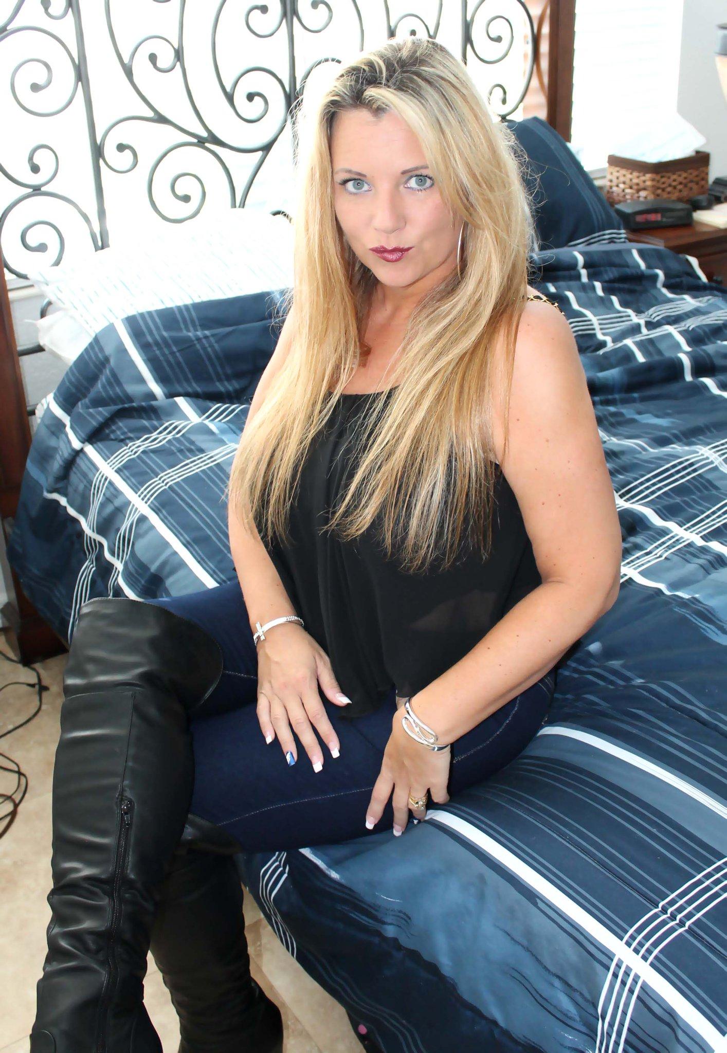 Hot hugetits blonde milf pamela peaks - 1 3