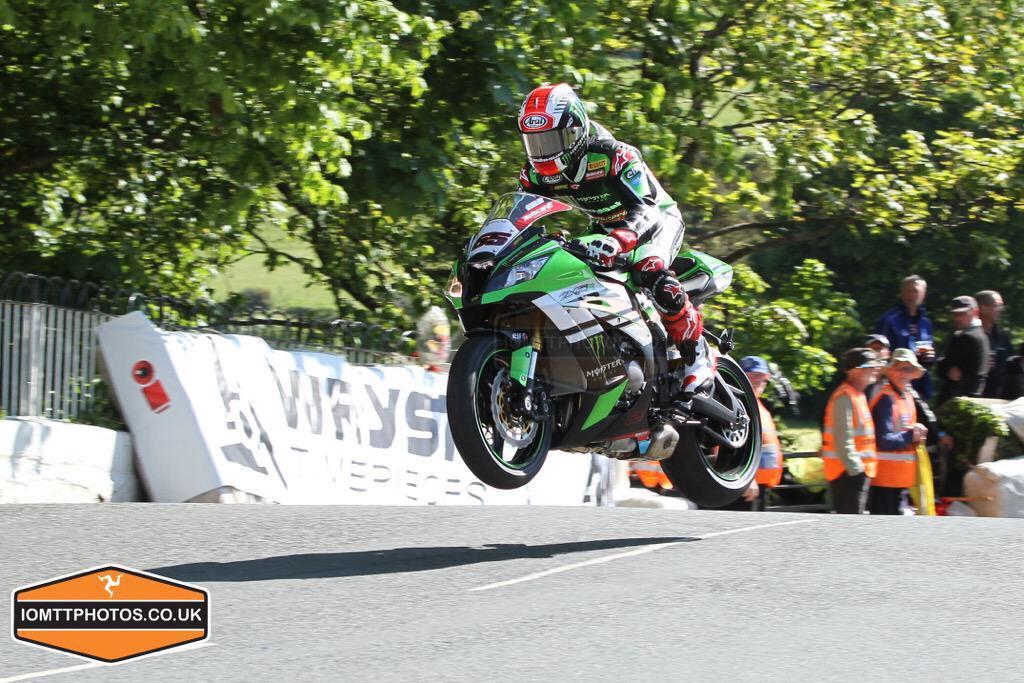 [Road Racing] TT 2015 - Page 9 CHKLt4UWsAARLWc