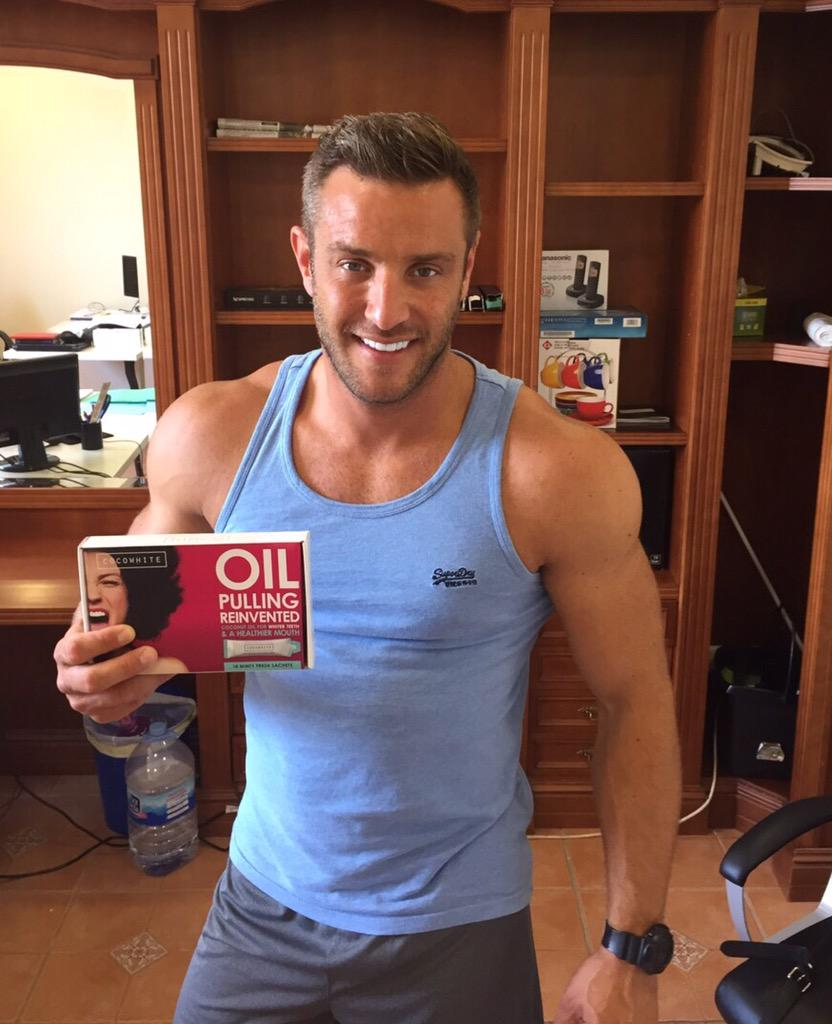 Always make sure I use daily @CocowhiteUK from http://t.co/O81jpsBY1Z to keep my teeth white & gums healthy. #spon http://t.co/5dWISdp8uT
