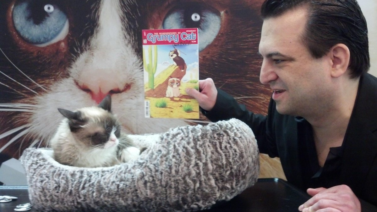 What happens when you show @RealGrumpyCat her comic for the first time! http://t.co/7mYAjaVGFR