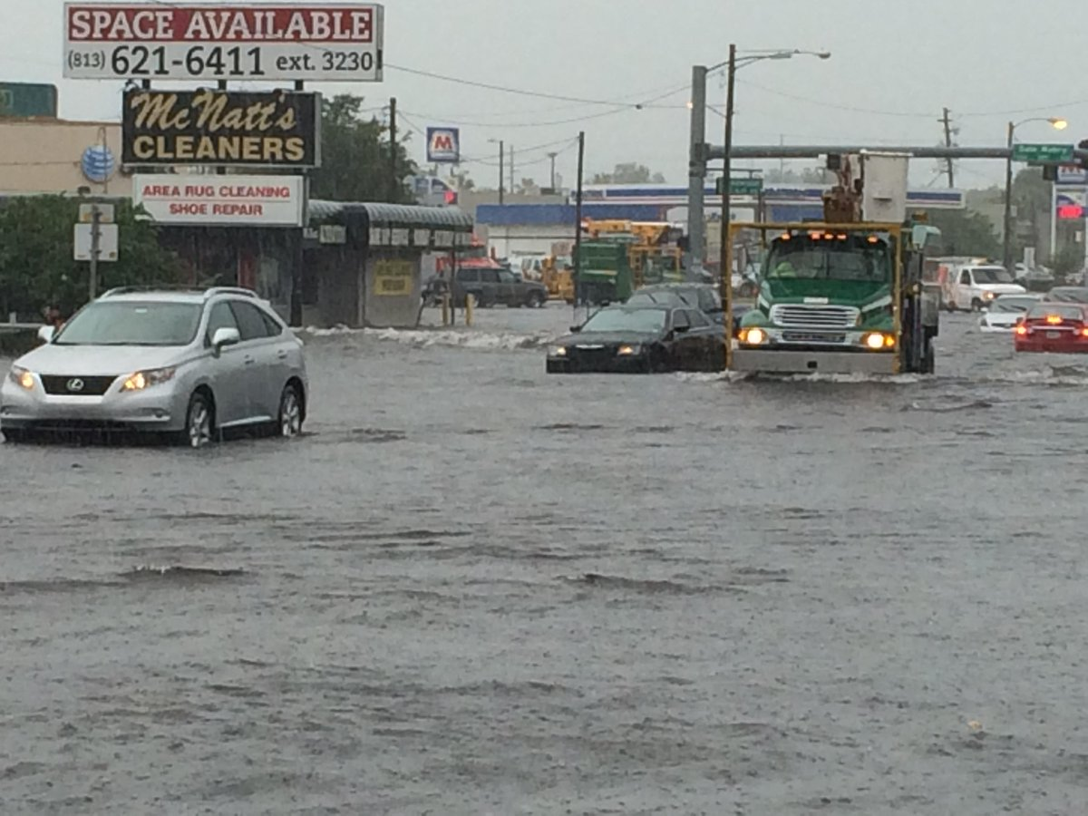 Flooding at Dale Mabry and Henderson. http://t.co/TkoMZ87ELC