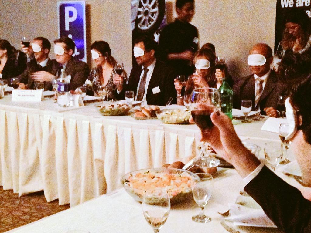 #Feast4senses 1st course: diplomats experience blindness. Which wine is red & which is white?🍷 @AccessIL http://t.co/D1P28lUnUS