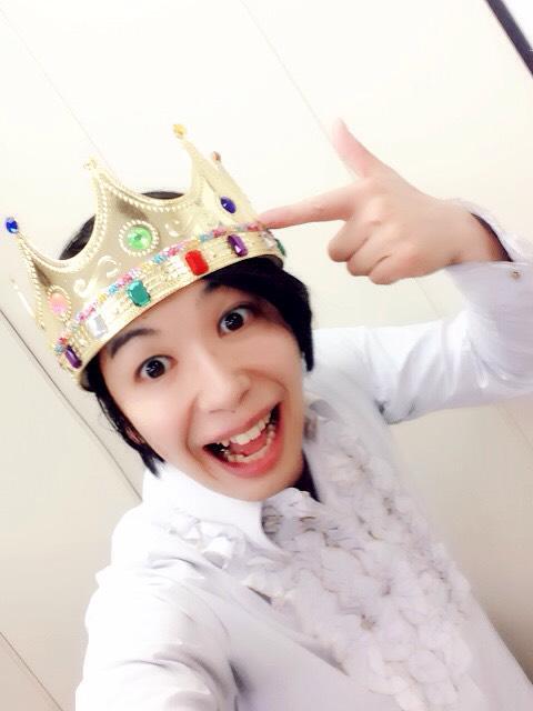 傷彦が「ねえねえ、見て見て!冠番組始まったから!王冠!」ってうるさい… http://t.co/hpCPRJ0snH
