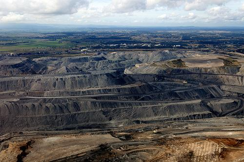 So windfarms are visually unappealing? Try an open cut coal mine http://t.co/umbLZE79E6 http://t.co/w9eqJdS8kC