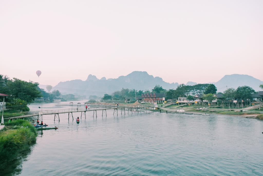ไม่ใช่รีวิวไทยแลนด์ แต่เป็นวังเวียง ลาว เมืองธรรมชาติสวยงาม ผู้คนน่ารัก ไป 2 ครั้งแล้วยังอยากไปอีก