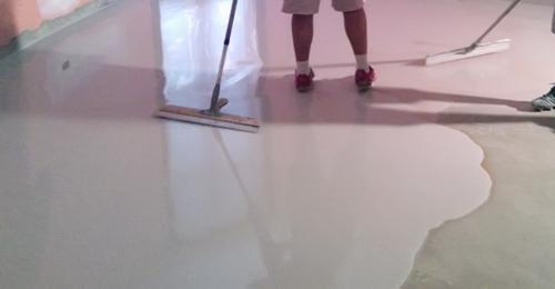 Pavimento spatolato per esterno senza fughe pavimento moderno