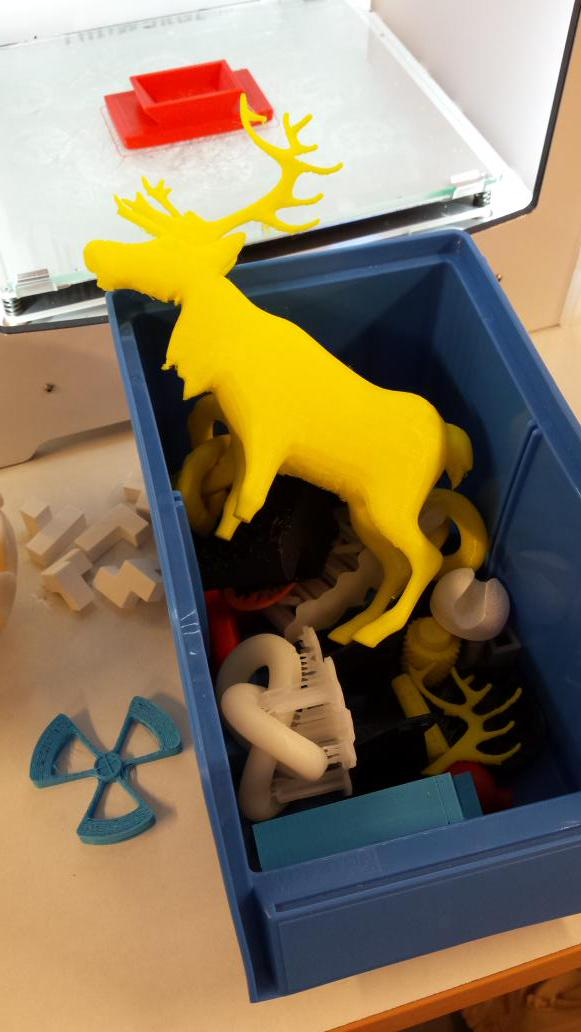 Classic 3D printer graveyard. Random discarded stars, widgets, elks, etc. http://t.co/c4Fhd64HPh