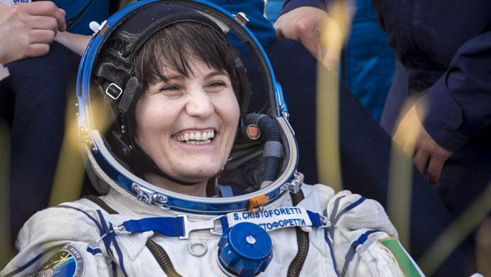 Samantha Cristoforetti torna sulla Terra con un record