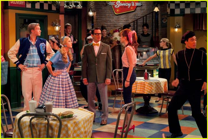 #TBT w/@bellathorne @kentonjduty @CSUNSHINE @ROSHON ;) One of my fav Ep's! Miss U all! #shakeitup RT http://t.co/fubs7tmJvH