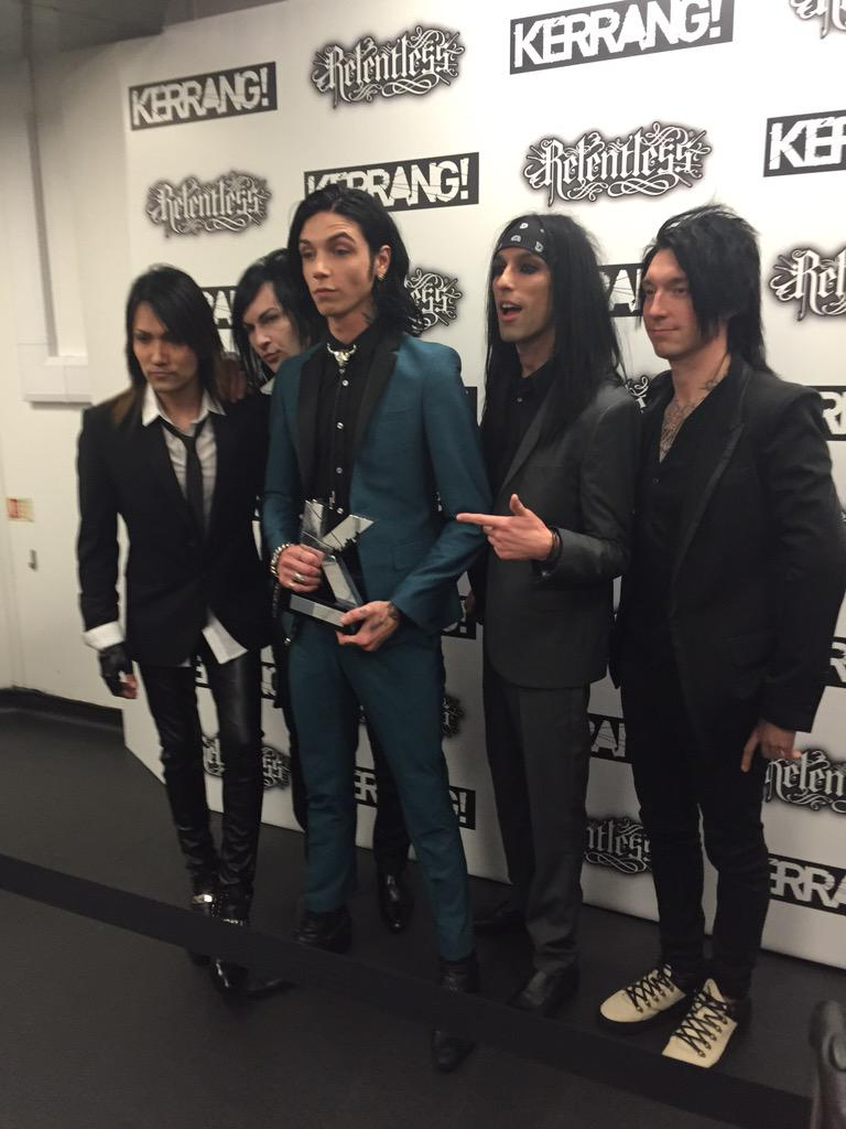 It's official. Best liiiiiiive band in the woooooooorld. @blackveilbrides #RelentlessKerrangAwards 👊 http://t.co/9wlDgvnmKb