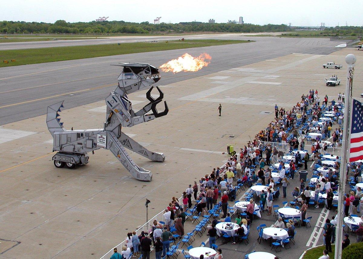 Американцы испытывают новейшего огромного боевого робота!