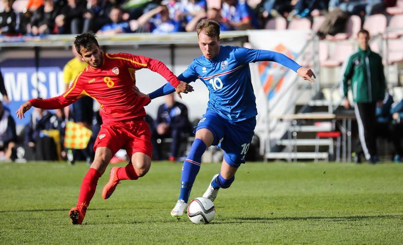 Boban Nikolov marks an opponent; photo: mbl.is