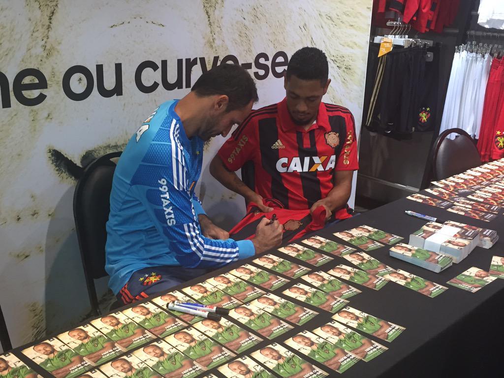 8d33a8159cb Magrão e hernane já autografam camisas na adidas do shopping recife ...