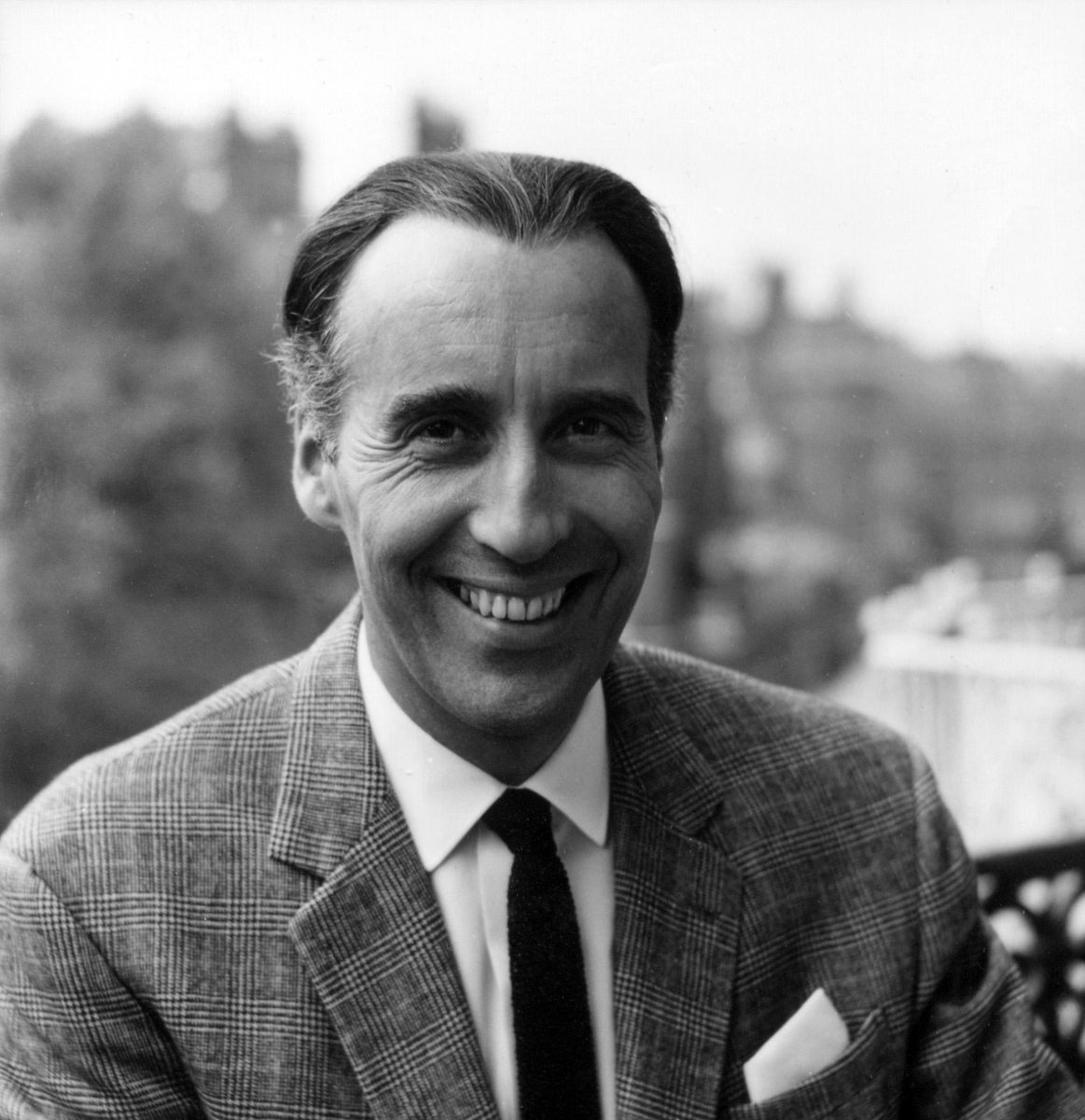 Hammer pays tribute to Sir Christopher Lee, who has passed away at 93. (Words by Marcus Hearn) http://t.co/EpKy4I0XcL http://t.co/VCNc5crIWW