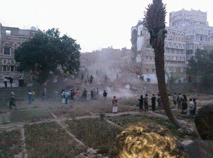 One of the most beautiful parts of old Sanaa—one of the oldest & most beautiful cities on earth—rendered into rubble. http://t.co/qkL4nnvMqu