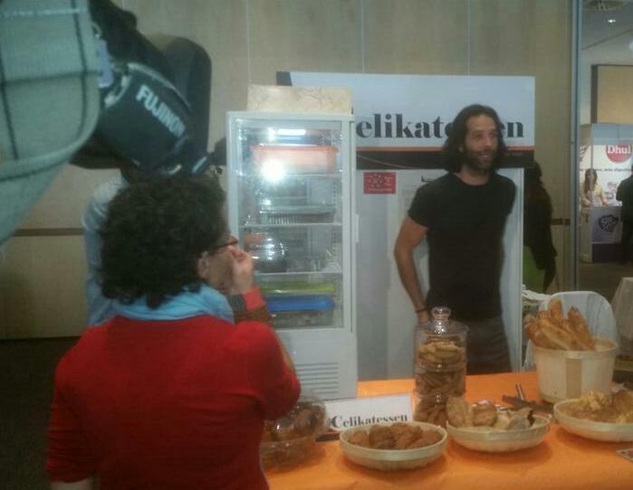 Ha venido @rtve a grabar a @_SalAIA y nos han entrevistado porque se han enamorado de nuestros panes 😍 #SalAIA15 http://t.co/8hmDeEoUoh