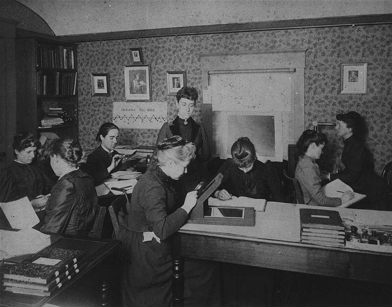 """Maury, Fleming and the """"Harvard Computers"""" lay the foundations of stellar science. #distractinglysexy even in 1890. http://t.co/GCOC1n6g3E"""