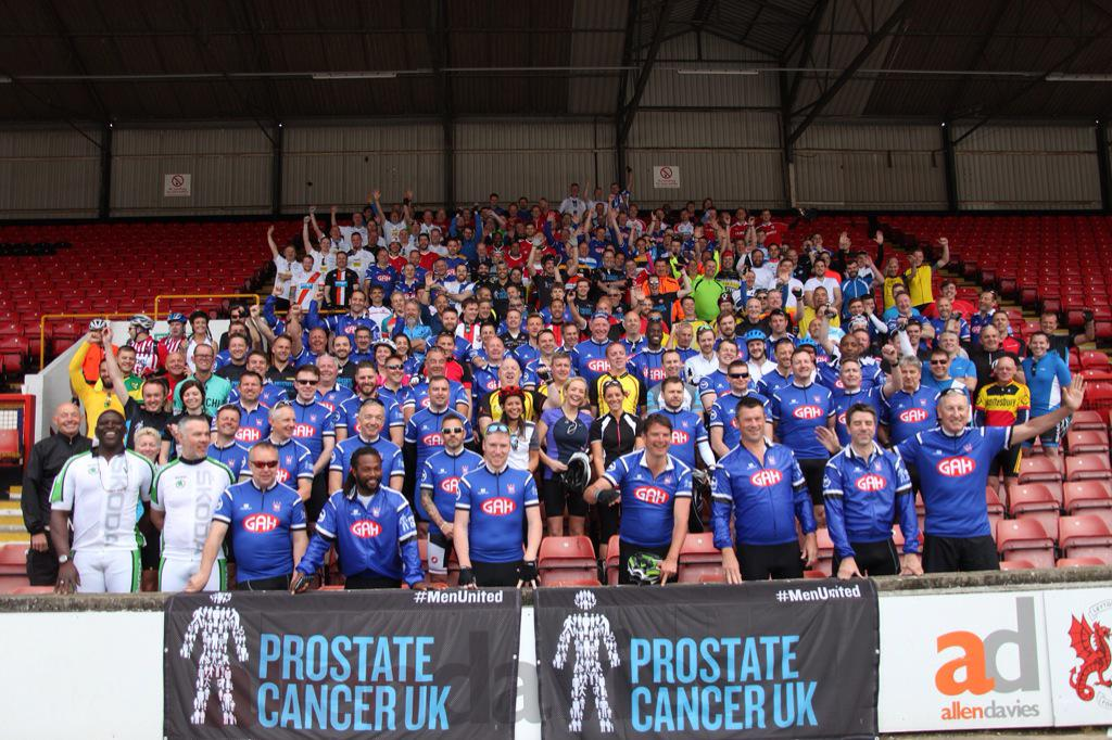 Here's all 250 riders, representing over 50 Football League clubs, at @leytonorientfc before setting off on the #L2A! http://t.co/ibCZHxcOrk