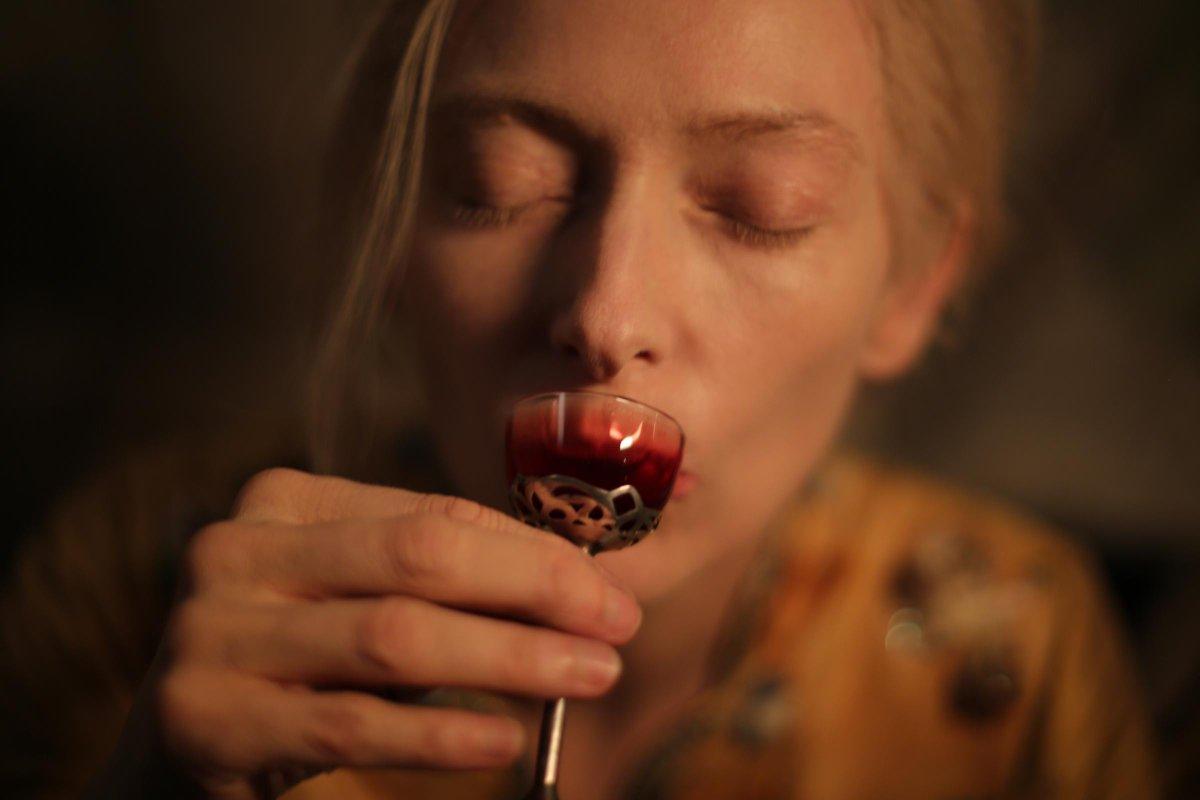 "Corazón Films on Twitter: ""¿Bruja Blanca o vampiro? Tilda Swinton es Eva en #SóloLosAmantesSobreviven. Hoy en @CinetecaMexico 13:30 y 16:00 hrs. http://t.co/uUvmdWVV7q"""