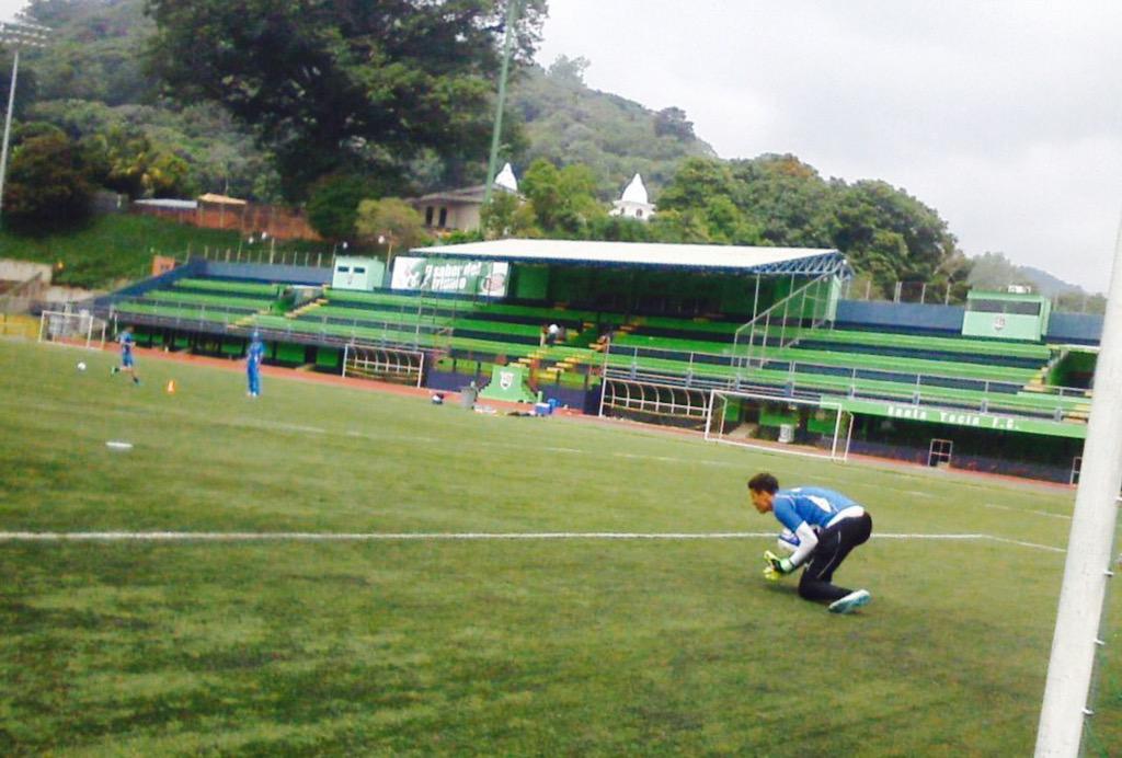 Edgar Henriquez nuevo tecnico de La Seleccion Nacional Sub-15. CHUByqaUsAAhKi3
