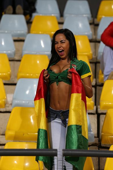 La sexy hincha boliviana que se ganó todas las miradas
