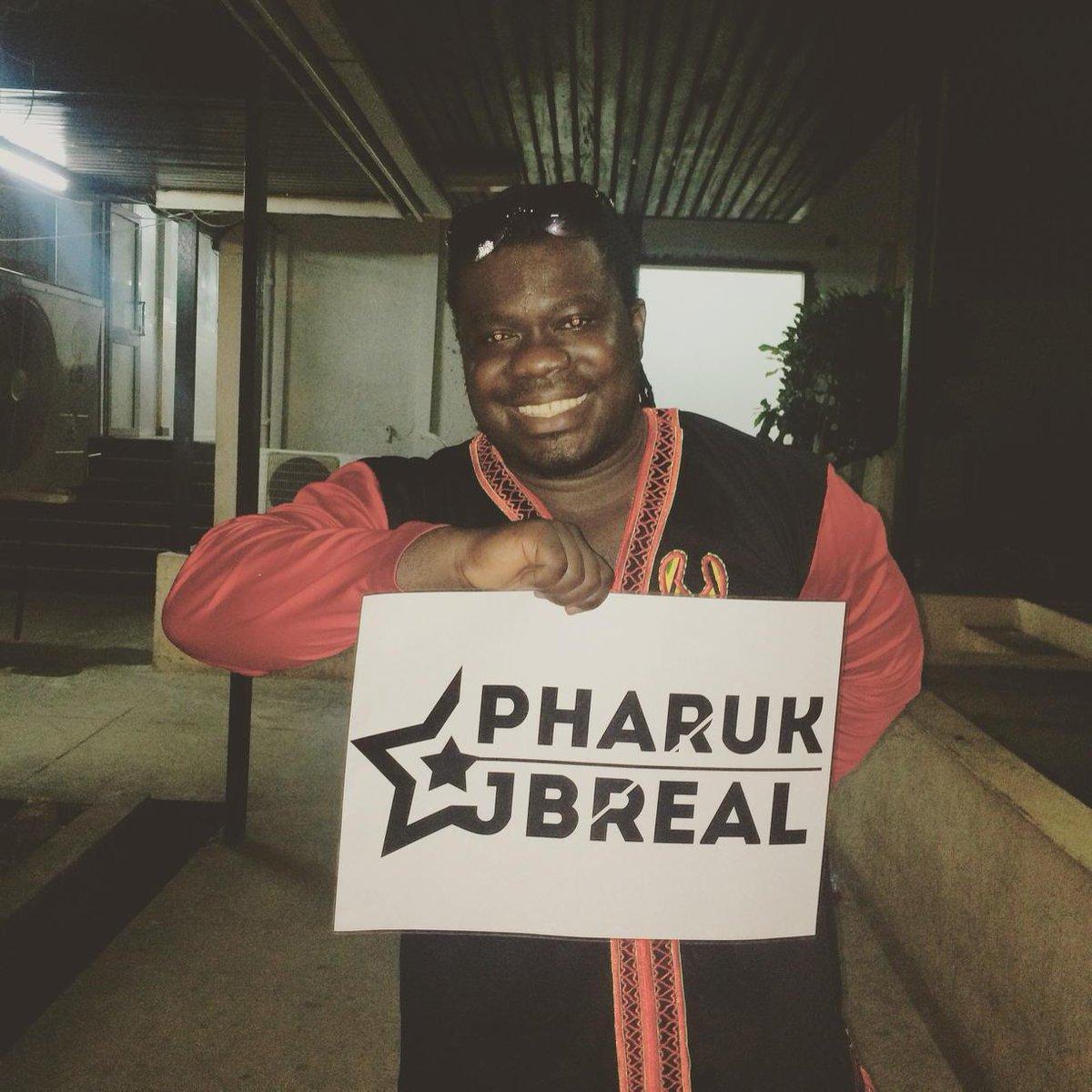 MusiGa President spotted #pharukjbreal @Pharuk_Jbreal #GoodMusic http://t.co/GlblunlMAX