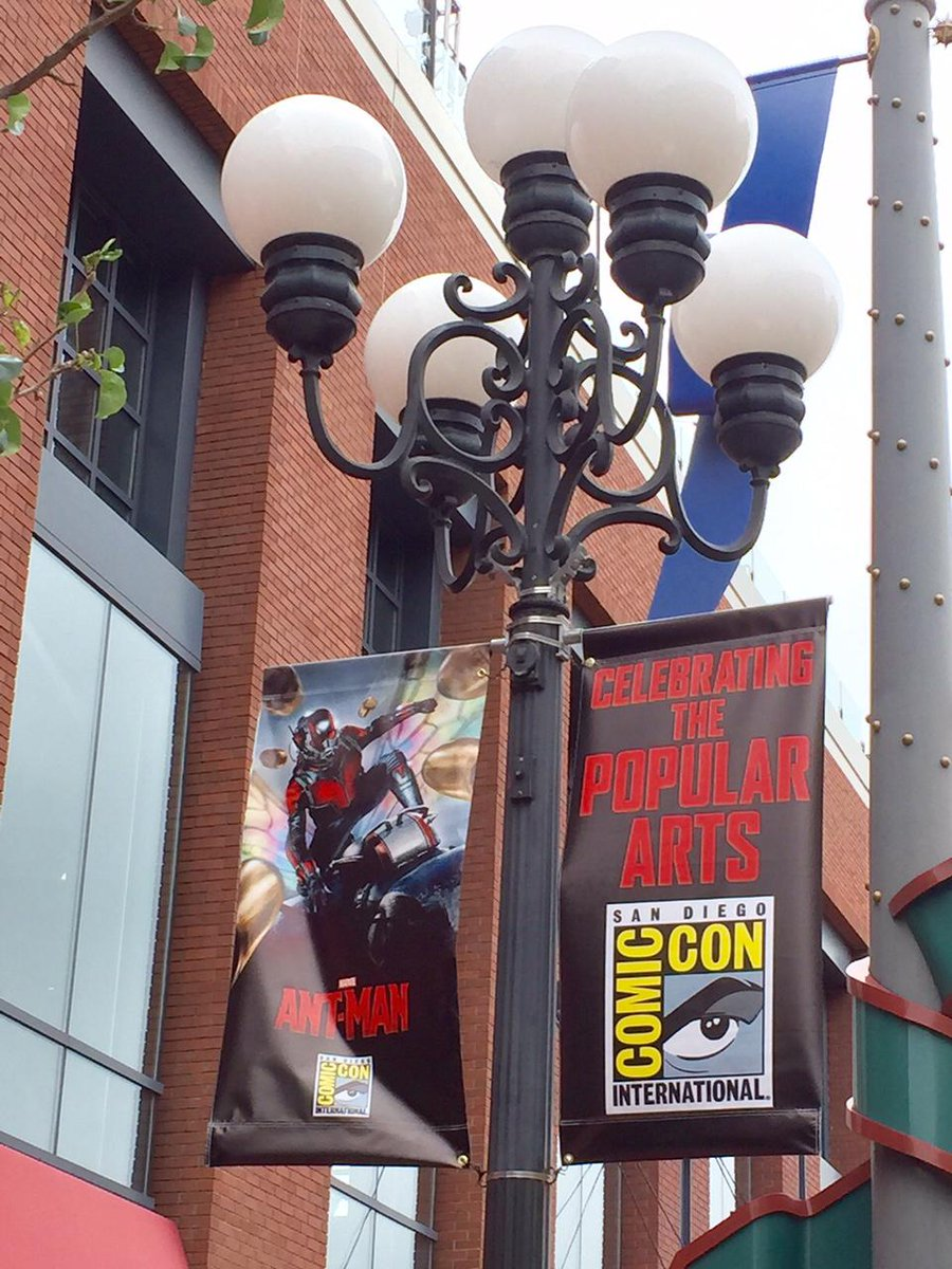 The neighborhood is getting ready for @Comic_Con! Signs are up in @GaslampQuarter #SDCC #ComicCon #SanDiego http://t.co/aMETS3cVpT