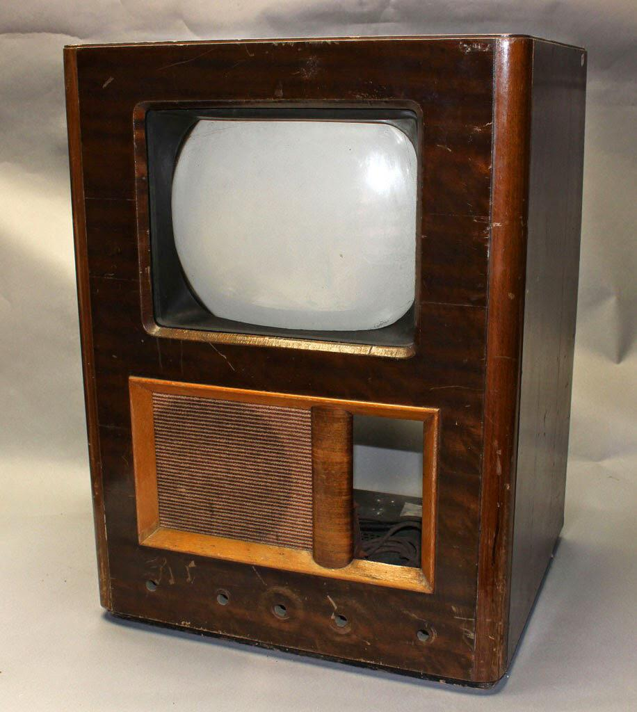 television a great invention Television is a product that was invented in 1926 and has been developed over many many years and it still continues to be developed the television was one of the many great inventions in the 20th century.