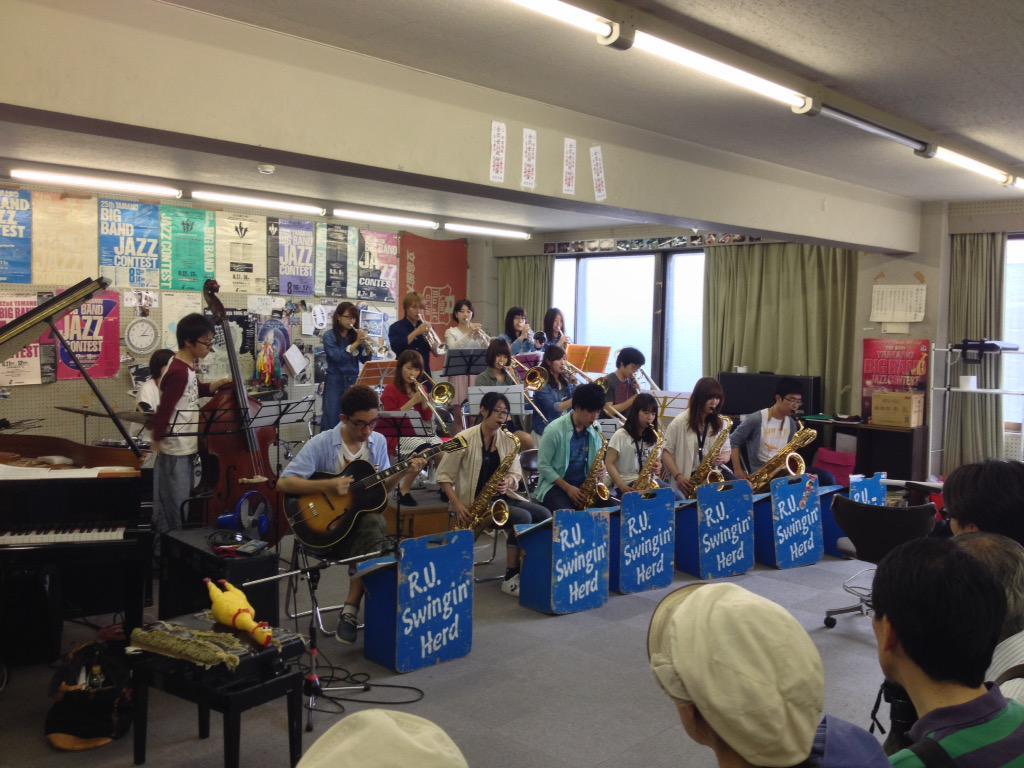 立命館大学ジャズクラブの皆様に演奏していただけるサプライズ。ありがとうございました。 #まいまい京都 のブッキング力(=゚ω゚)ノぷるぷる http://t.co/xGU13Fgh67