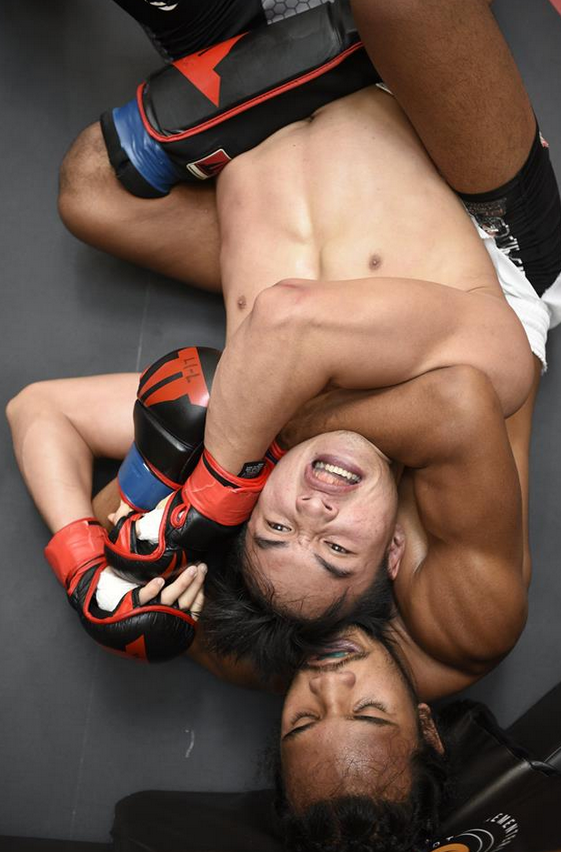 You rear naked choke submission