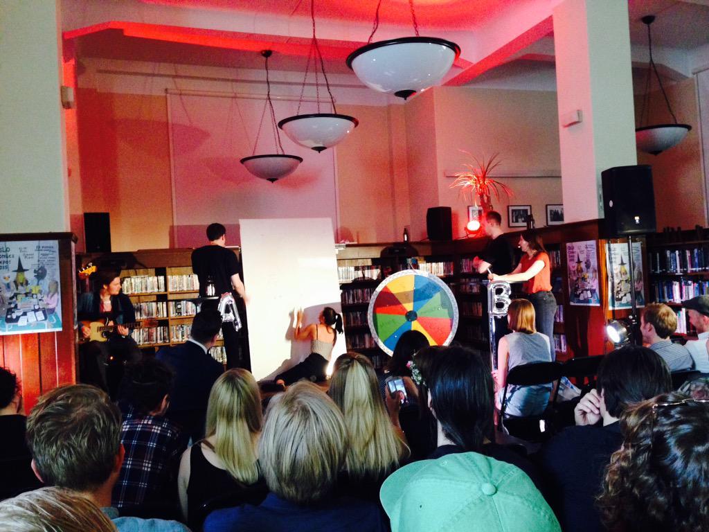 "@schousplass: Aisha Franz tegner 'Bibliotek"" på politisk ukorrekt vis i Ronny Haugelands supershow. :-) #OCX2015 http://t.co/XCIp9CYMnH"