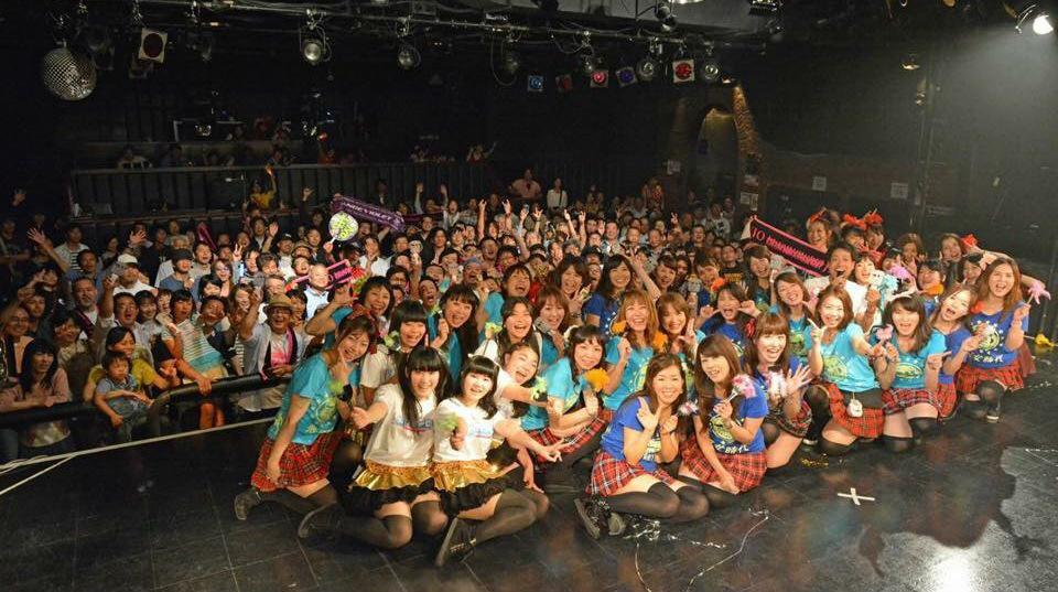 """平均年齢43歳 広島アラフォーアイドル""""悪女時代""""@クラブクアトロ 約400名の方々が参加して下さって、無事に終了致しました! 共演してくれたポップコーンCP、HOT HEAT HEAT GIRLSの皆様もありがとうございました! http://t.co/unfEOUSAgY"""