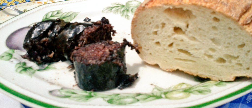 Exquisito el pan de @Celikatessen para acompañar a unas buenas morcillas #singluten de #Ayllón http://t.co/DsdwyJVeRe