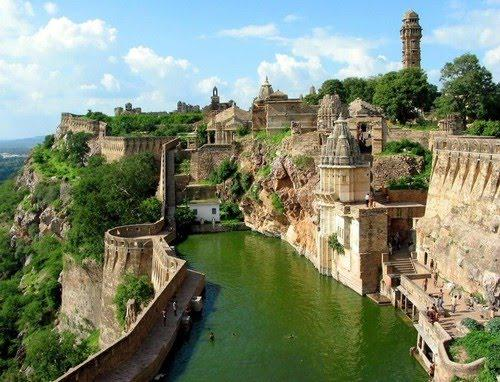Chittorgarh Fort, #India #travel https://t.co/W3Gok6t2Sb c @BeautifulEarth9 #photography #history #architecture