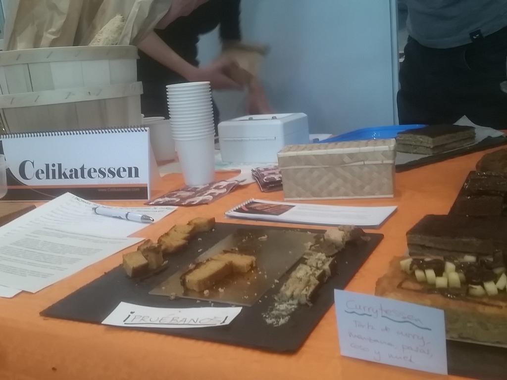 #SalAIA15 Estos deliciosos dulces de Celikatessen dicen Pruébanos! http://t.co/788RjUuEU8