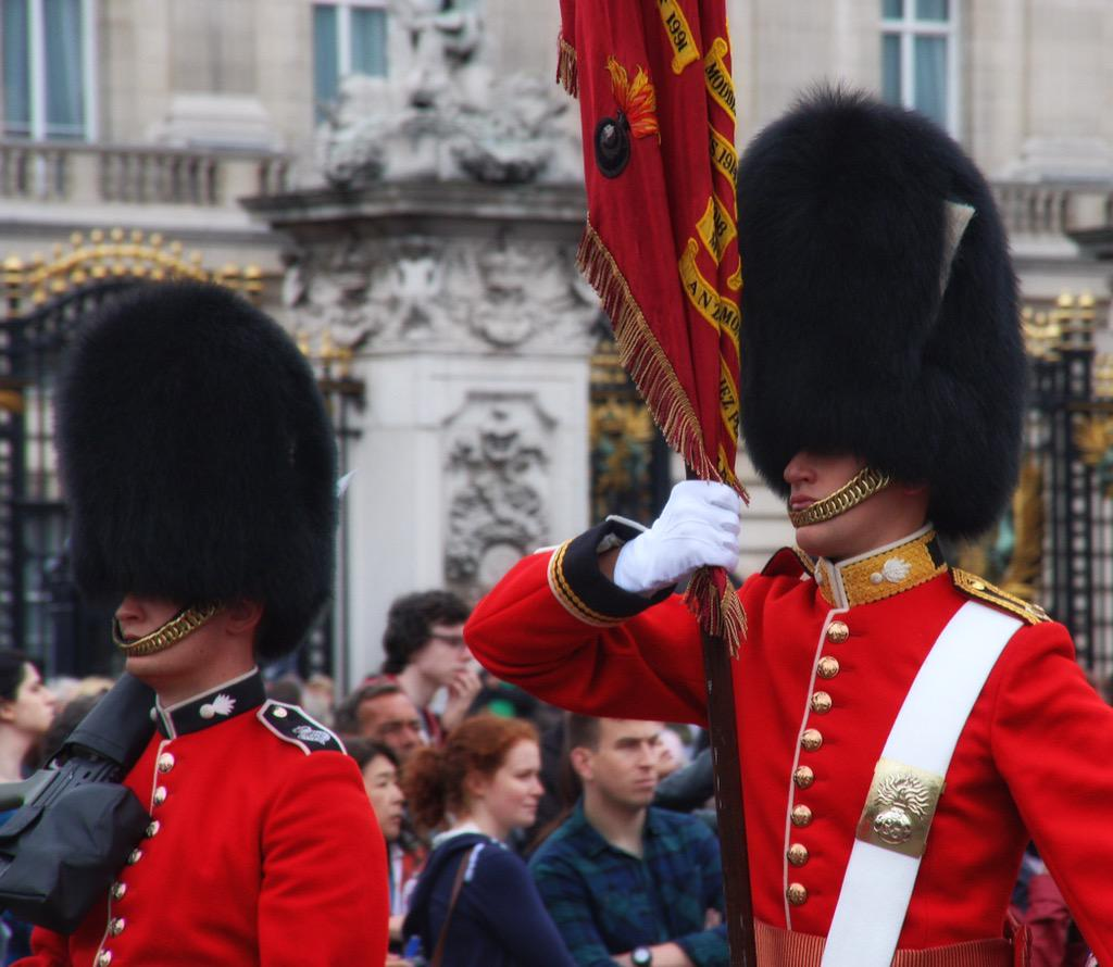 Trooping the Colour 2015. CHZvNJFWEAAFRhe