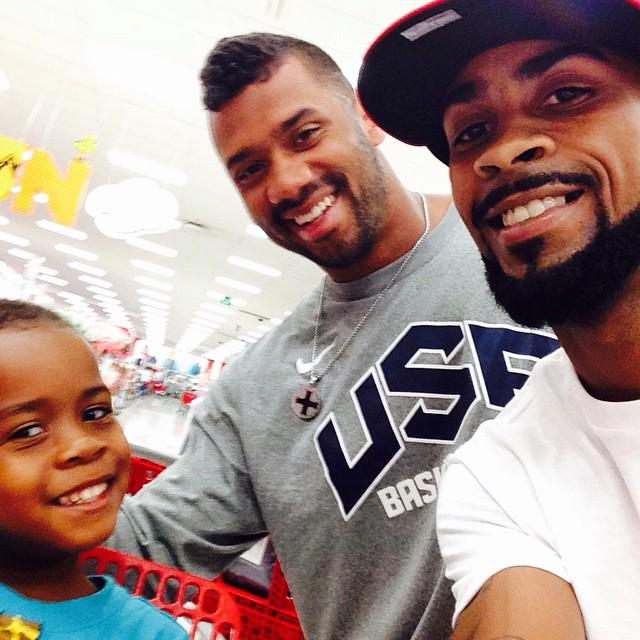 Me, my son & @DangeRussWilson at Target in #Annapolis yesterday I wish I could have made him a painting http://t.co/3TGjq8u1uh
