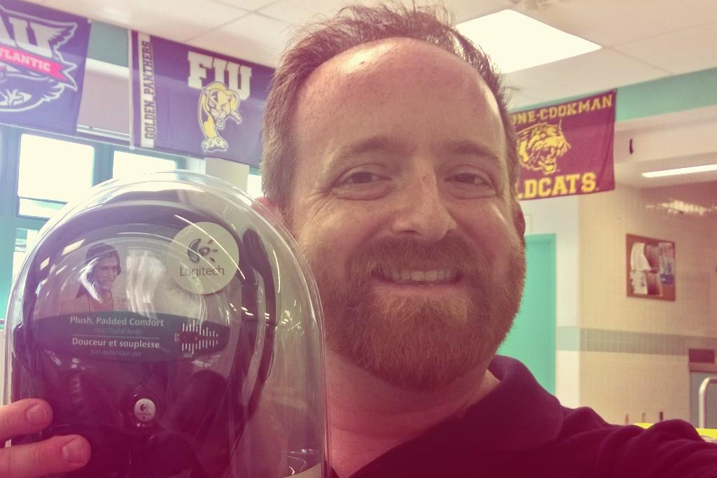 Scored a microphone headset at #EdCampVolusia! http://t.co/mhjmQpHPHc