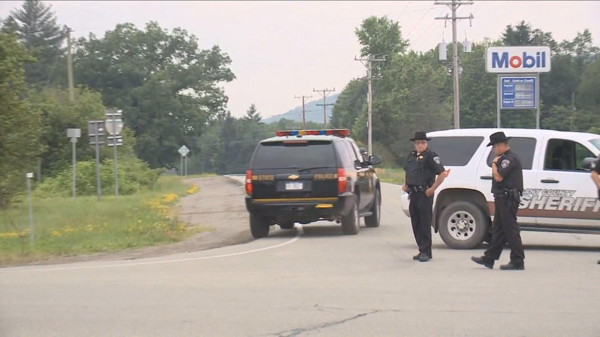 We'll have the latest on the WNY manhunt for 2 escaped prisoners at 11pm on Channel 2 http://t.co/5oRuYLQbt7