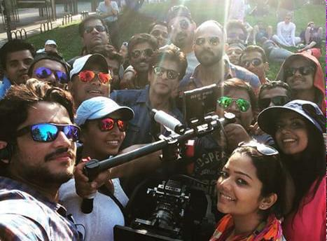 Новый фильм Рохита Шетти и Шах Рукха Кхана - Dilwale )) CHaDyMfUkAEv-KO