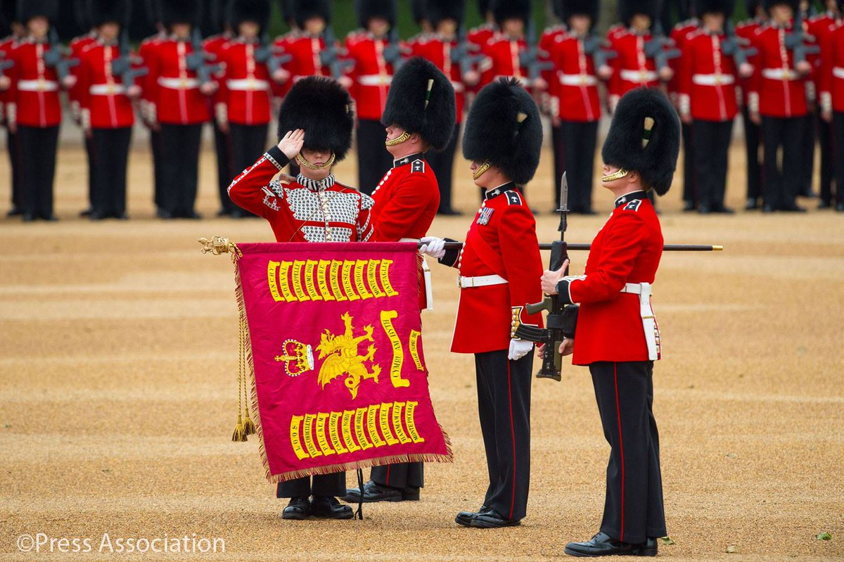 Trooping the Colour 2015. CHaSeIFUwAEm7Rs