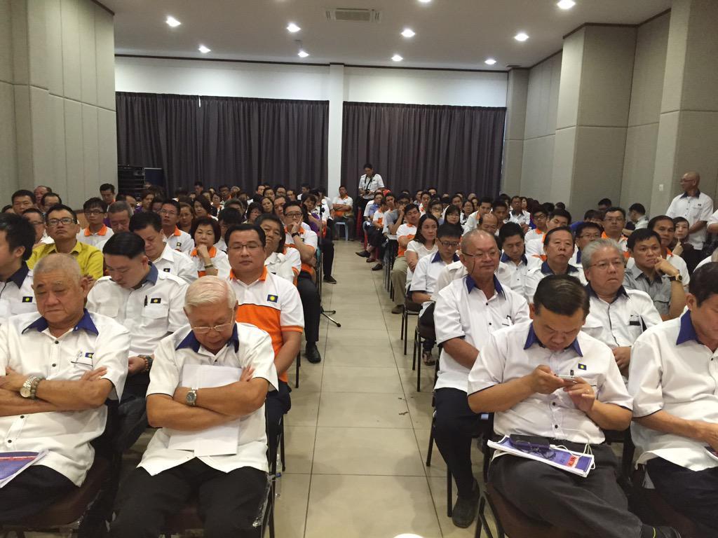 Merasmikan AGM MCA Bhg Pasir Gudang di Dewan P. M. A. Che Sir Khor Masai http://t.co/RqOZR5c53W