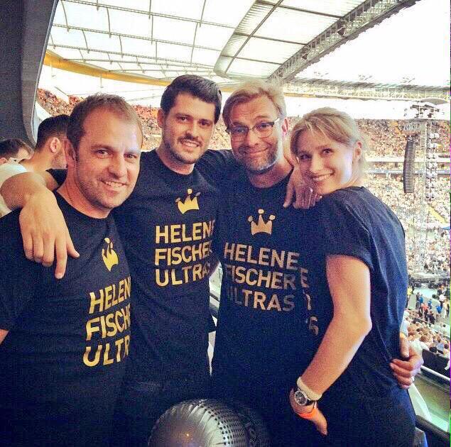 Jogi #Löw feilt sich die Nägel - Jürgen #Klopp outet sich als Helene #Fischer #Ultra - frage mich was ist schlimmer?