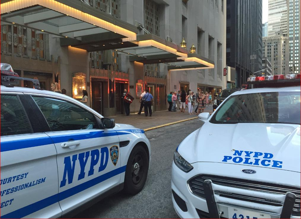 5 injured at NYC's Waldorf Astoria when wedding guest accidentally shoots gun, police say http://t.co/PUtOeXiR3r http://t.co/lK58ZL12Lr