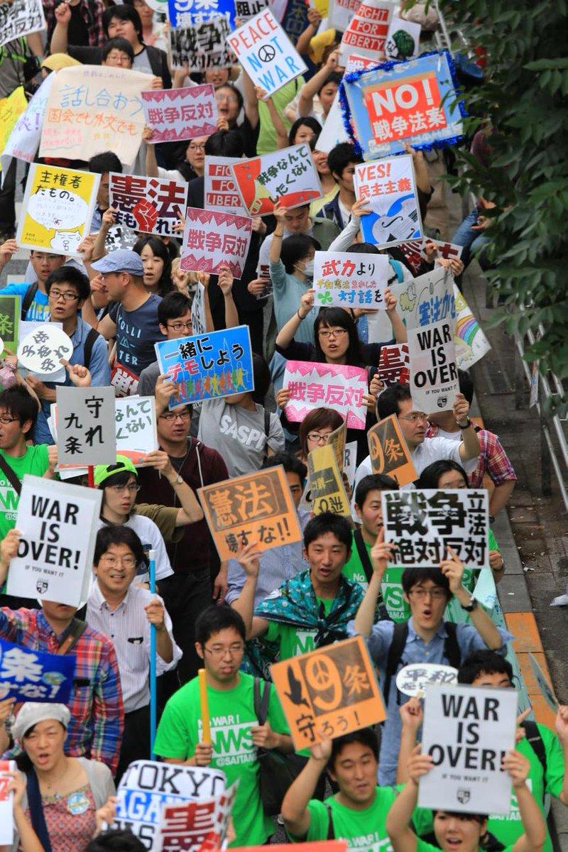 #日本国憲法 #集団的自衛権 @akahatakokumin: 戦争立法に反対する渋谷デモ、戦争法案に反対する色とりどりのプラカード http://t.co/MIXsfqyB8g