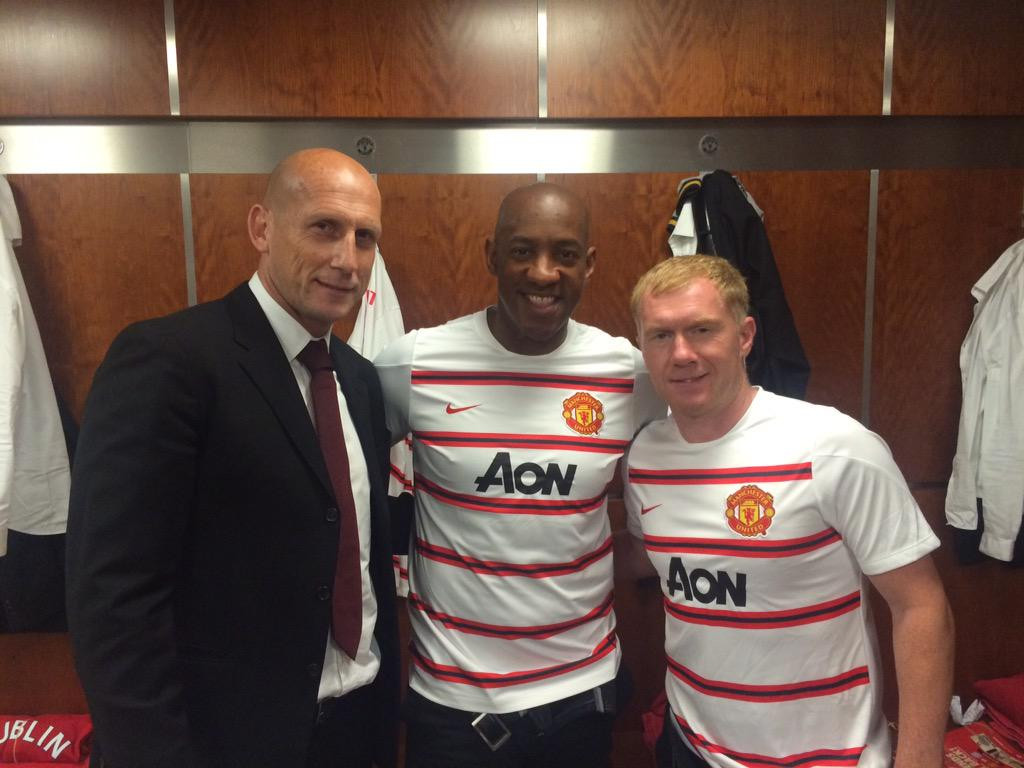 Having a kick about with a couple of pals at OT today @MU_Foundation #LEGENDSAREBACK http://t.co/rmwF4299Iv