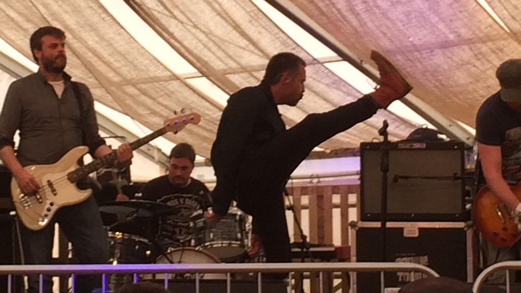 Top kicking action from @PaddyConsidine and @ridingthelow #isleofwightfestival http://t.co/9mbge8Pt0G