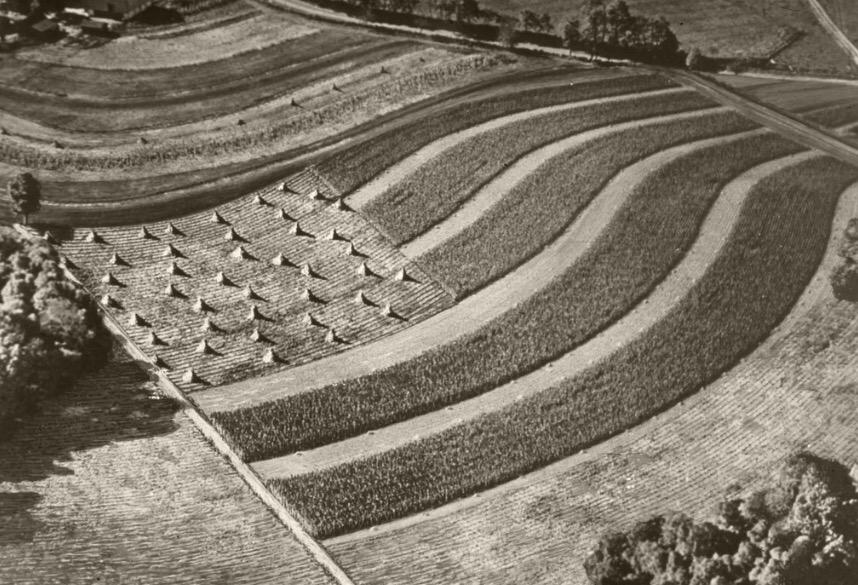Happy #FlagDay! Today in 1777 the U.S. adopted the Stars & Stripes, seen here in the landscape of a farm. http://t.co/5LLVrVthAB