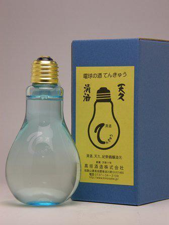 このお酒がすごい気になってるので今度買いたい、瓶自体がもう欲しい pic.twitter.com/R121mWGgoD