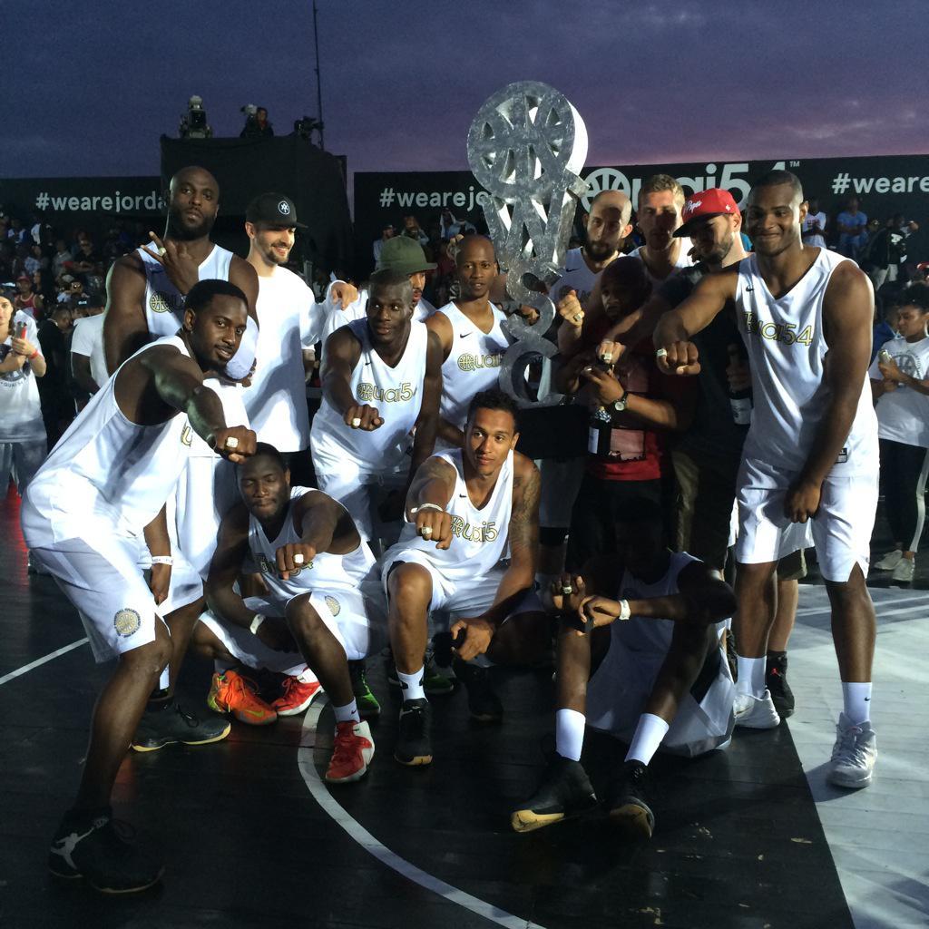 В Париже состоялся турнир по уличному баскетболу